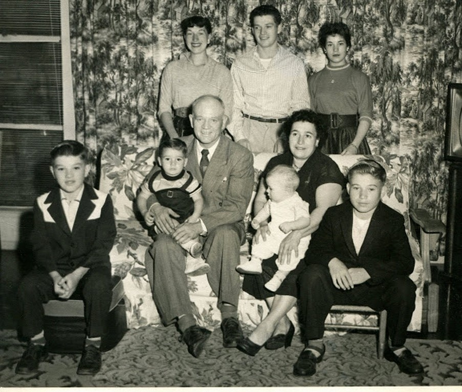 img140Norman,Dad-Mark,Mom-Clark,Dan, Dawn Bill & Mary standing. 1956 (Copy)