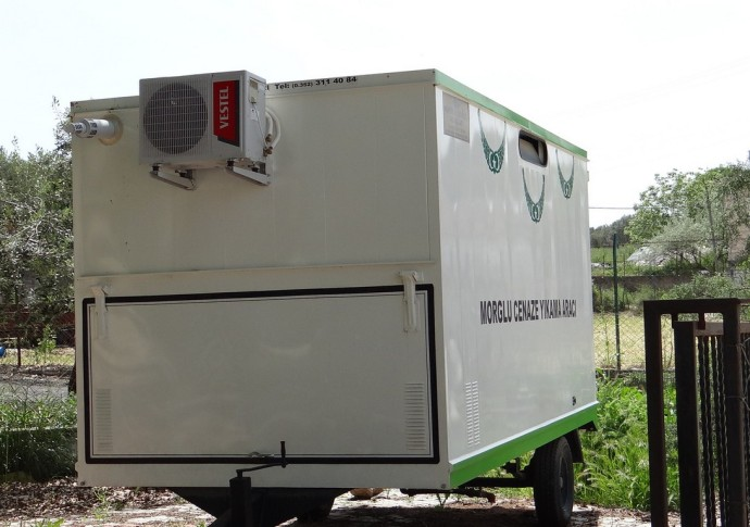 refrigerated morgue truck