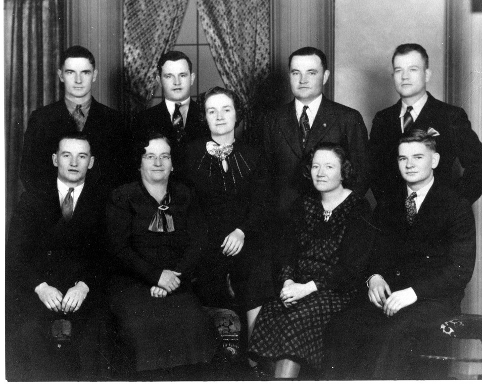 img174William H. Moore Family, tprow-Daniel Maximillian,Ward Byron,Mary Martha, John L., William B.-Leonard Clyde,Lydia (Moore) Donald, Adel June Cutware. Taken 1938 (Copy)